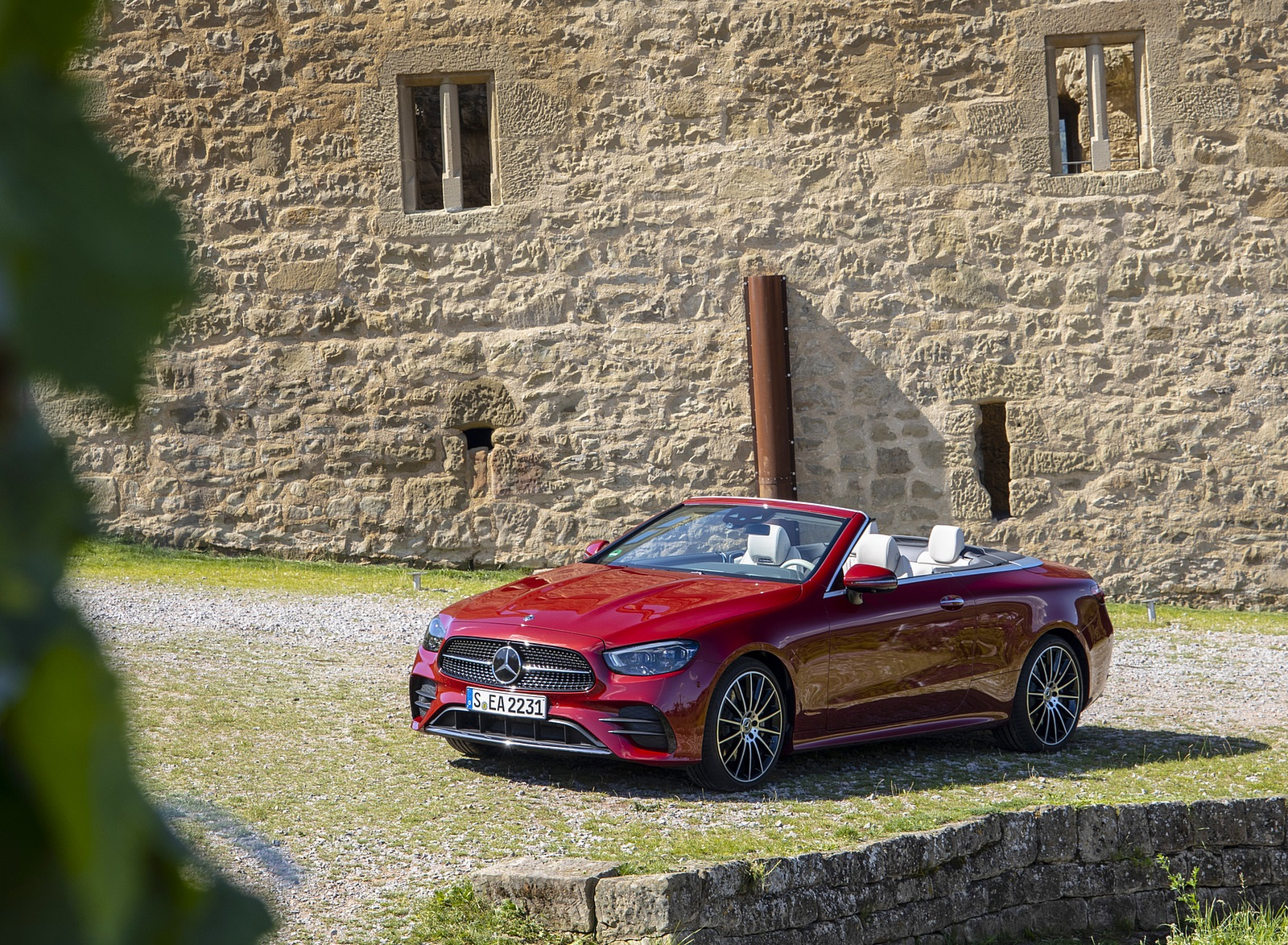 2021 Mercedes-Benz E 450 4MATIC Cabriolet (Color: Patagonia Red) Front Three-Quarter Wallpapers (7)