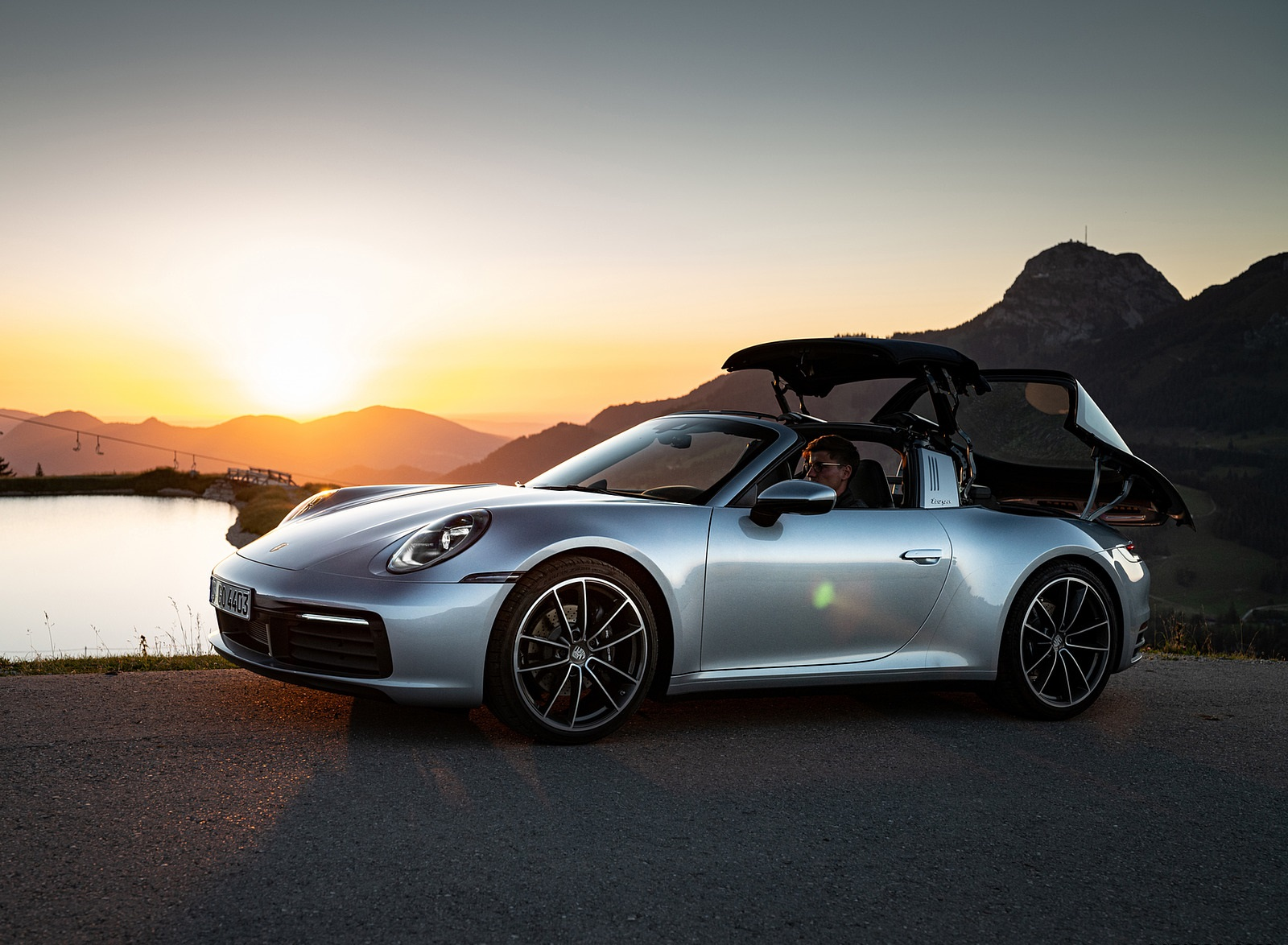 2021 Porsche 911 Targa 4 (Color: Dolomite Silver Metallic) Front Three-Quarter Wallpapers (8)