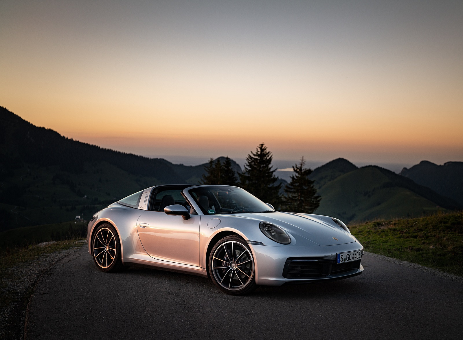 2021 Porsche 911 Targa 4 (Color: Dolomite Silver Metallic) Front Three-Quarter Wallpapers (10)