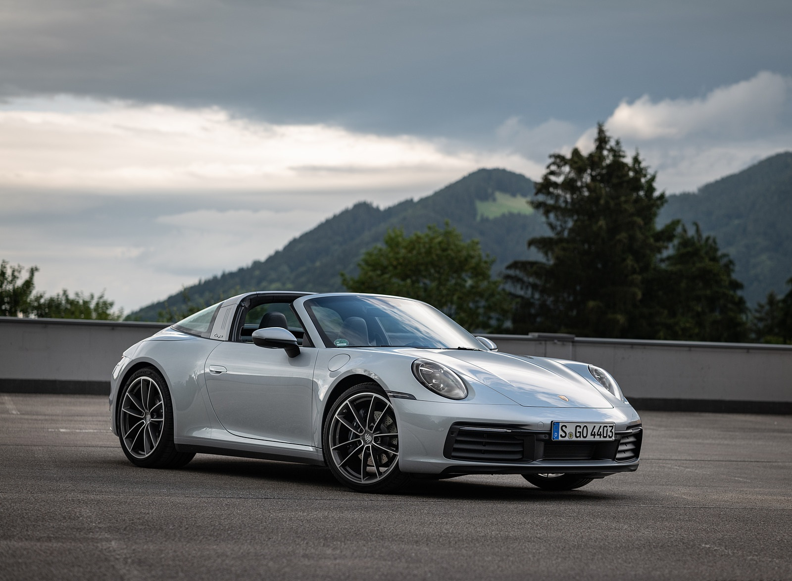 2021 Porsche 911 Targa 4 (Color: Dolomite Silver Metallic) Front Three-Quarter Wallpapers (1)