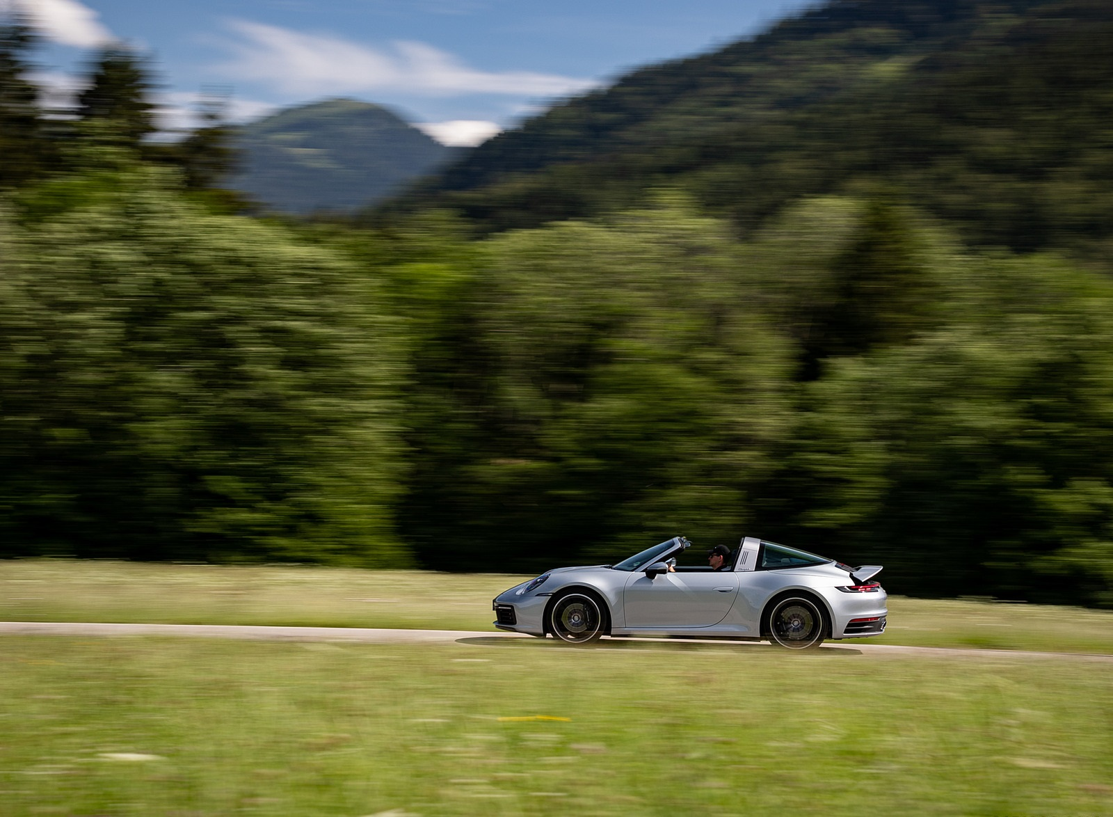 2021 Porsche 911 Targa 4 (Color: Dolomite Silver Metallic) Side Wallpapers (6)