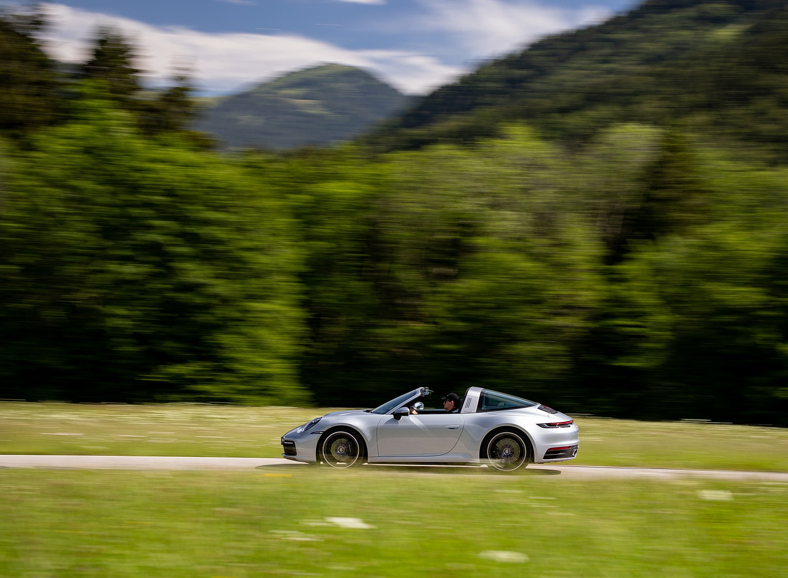 2021 Porsche 911 Targa 4 (Color: Dolomite Silver Metallic) Side Wallpapers (3)