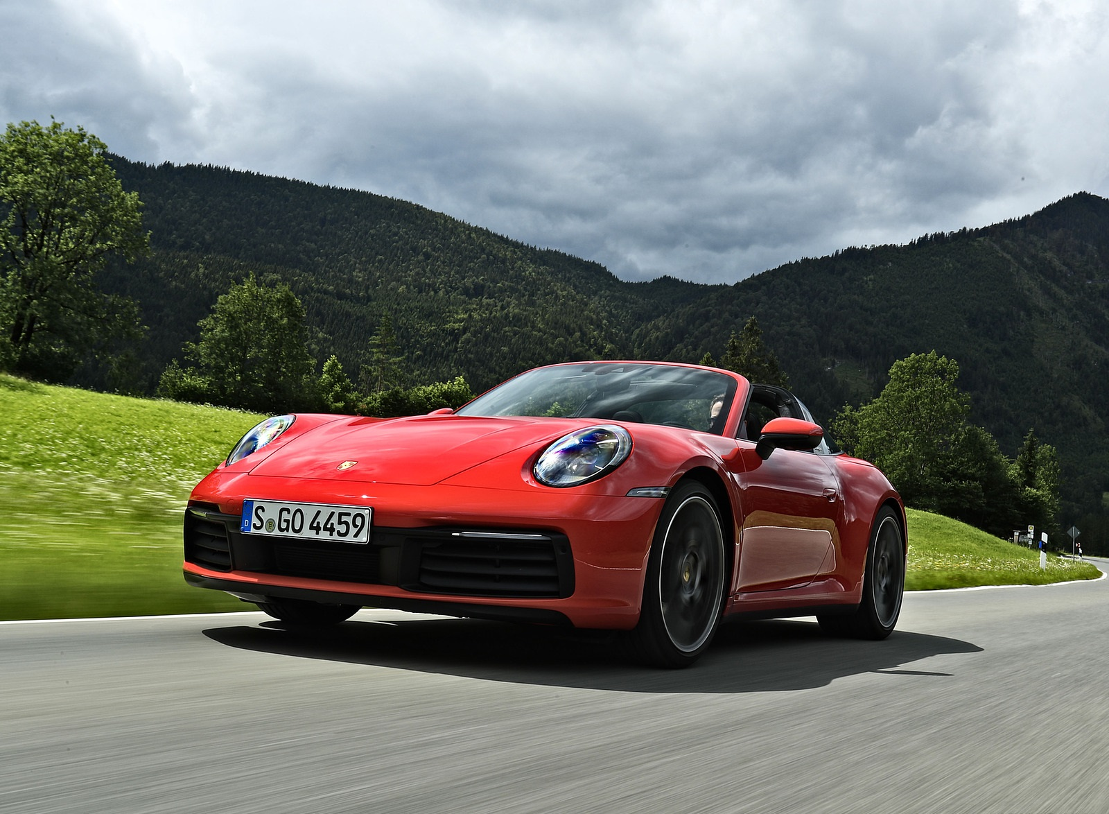 2021 Porsche 911 Targa 4S (Color: Guards Red) Front Three-Quarter Wallpapers (9)