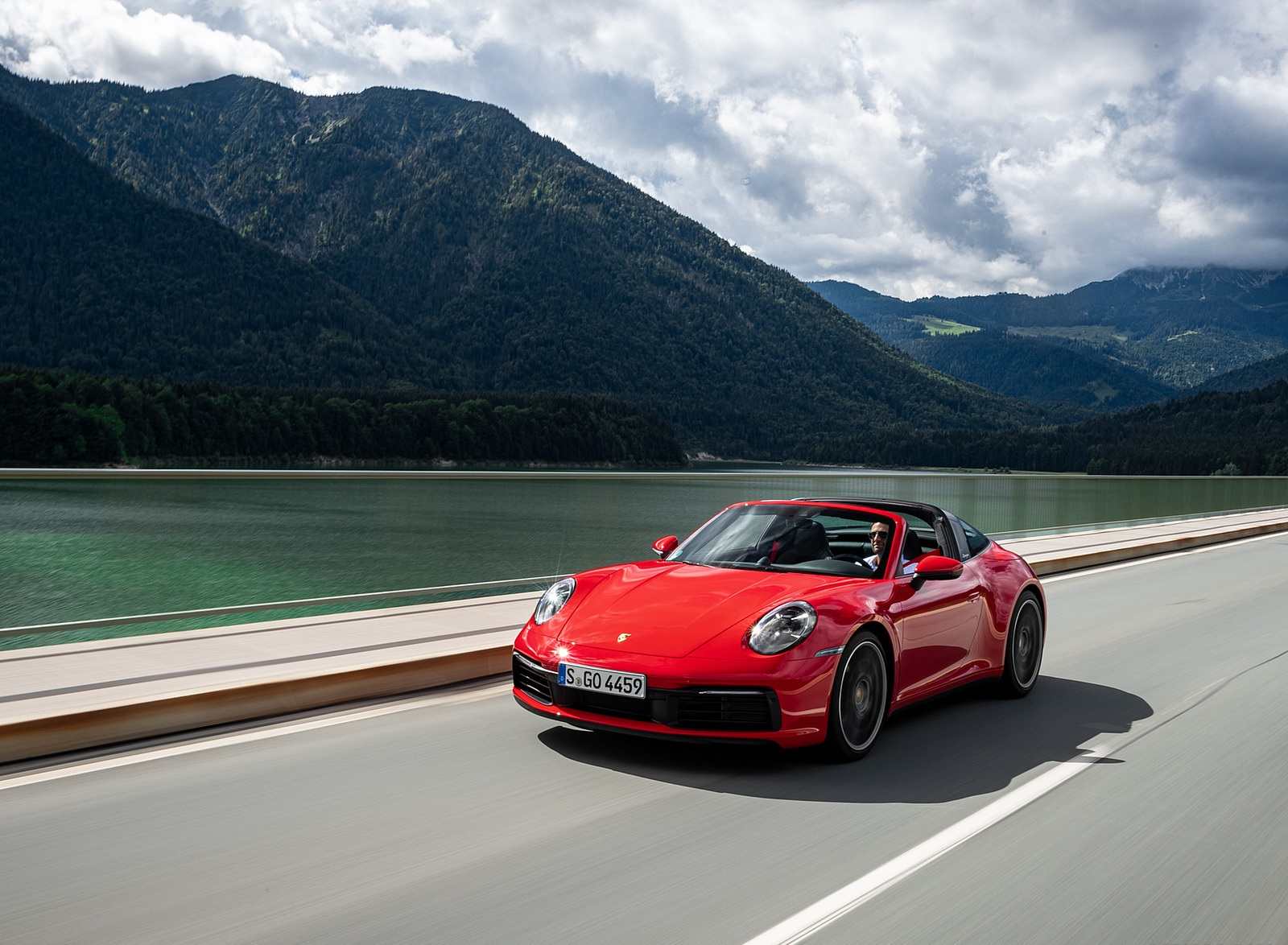 2021 Porsche 911 Targa 4S (Color: Guards Red) Front Three-Quarter Wallpapers (4)