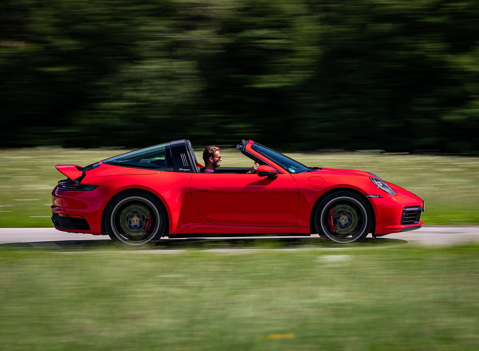 2021 Porsche 911 Targa 4S (Color: Guards Red) Side Wallpapers (7)
