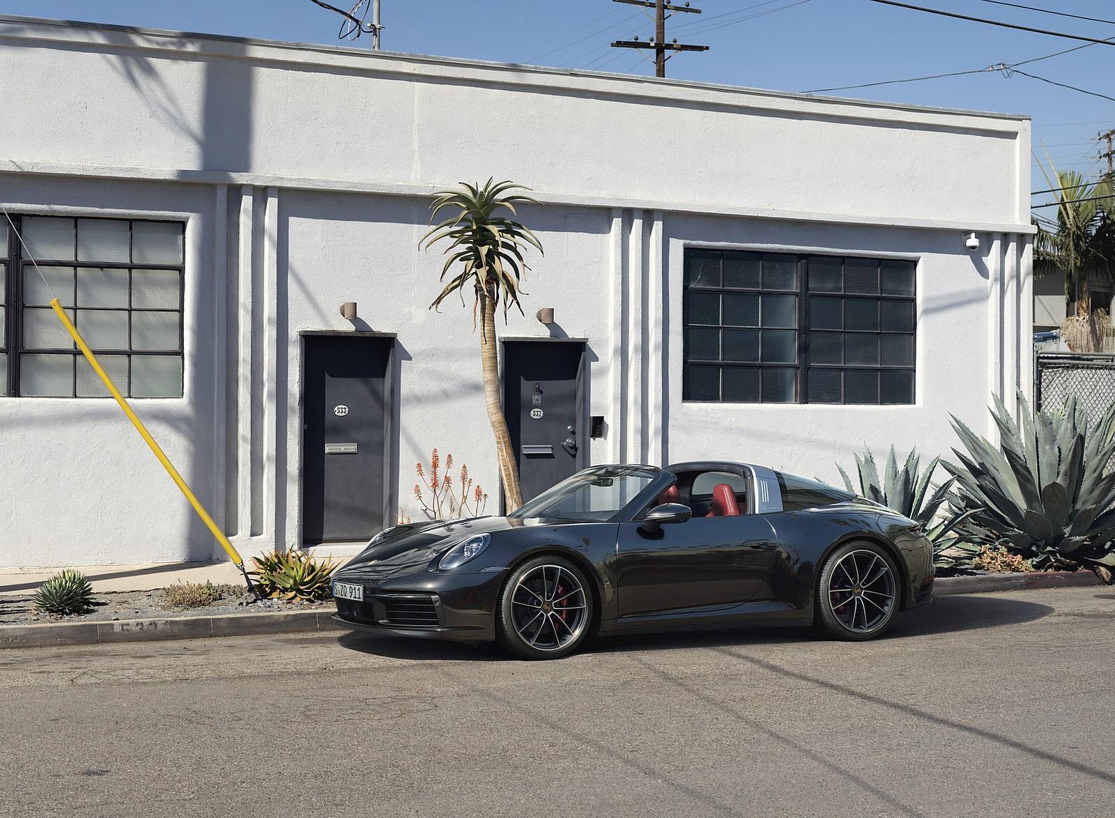 2021 Porsche 911 Targa 4S Front Three-Quarter Wallpapers (4)