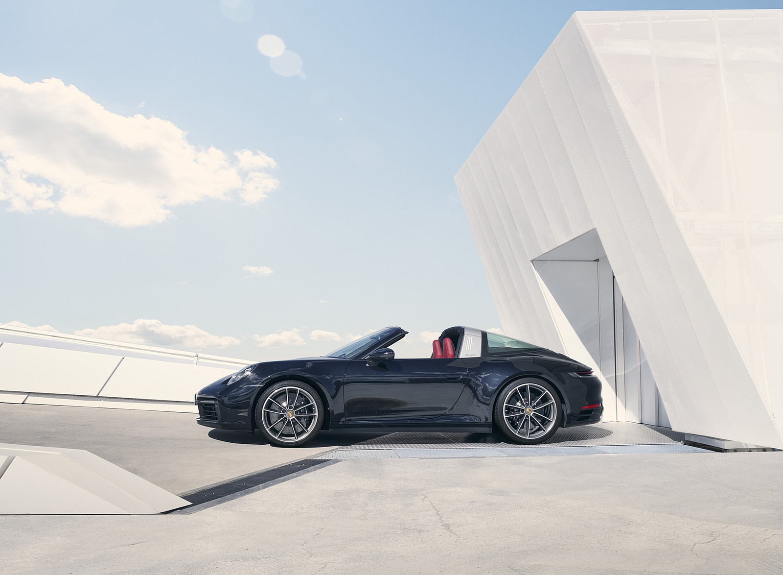 2021 Porsche 911 Targa 4S Side Wallpapers (3)