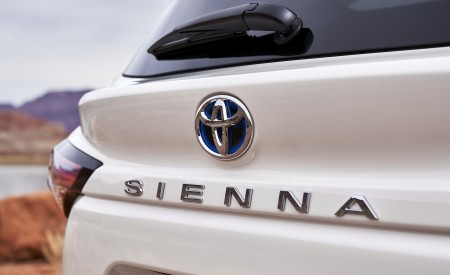 2021 Toyota Sienna Limited Hybrid Badge Wallpapers 450x275 (5)