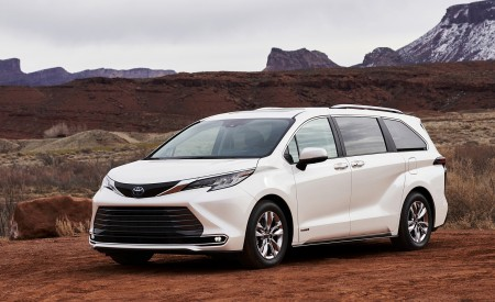 2021 Toyota Sienna Limited Hybrid Front Three-Quarter Wallpapers 450x275 (2)