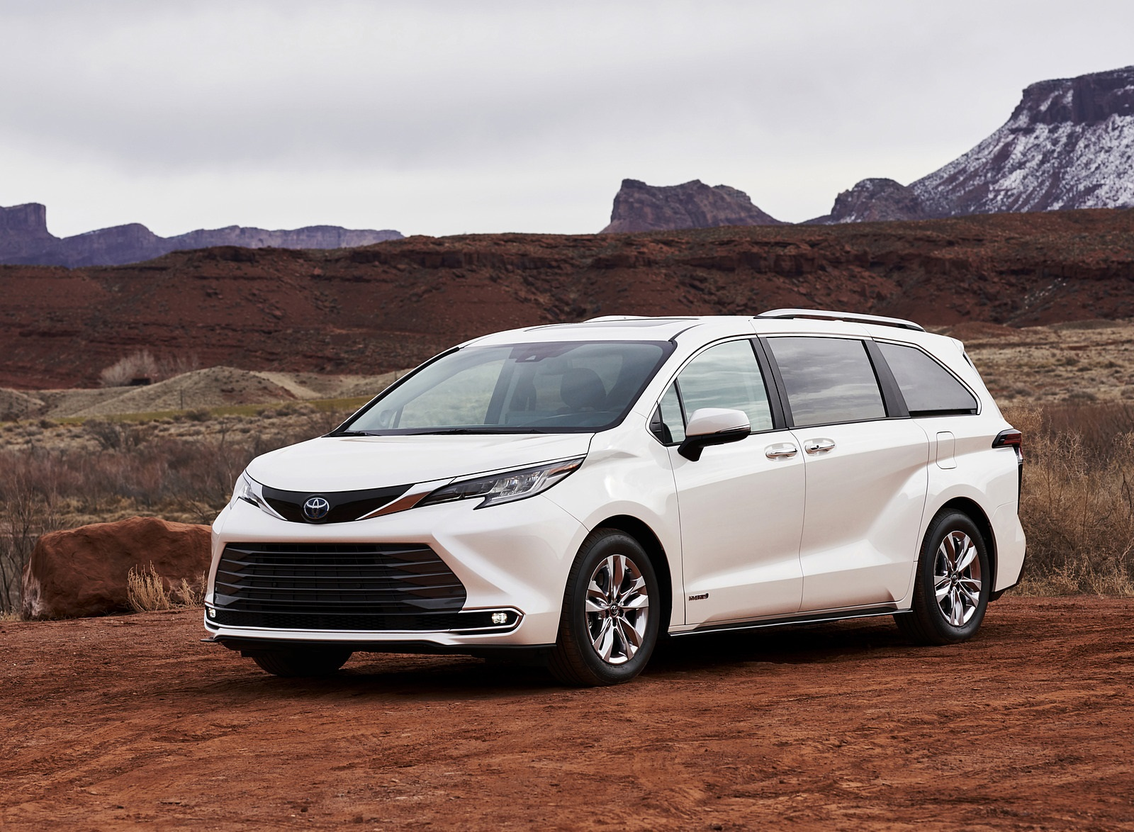 2021 Toyota Sienna Limited Hybrid Front Three-Quarter Wallpapers (2)