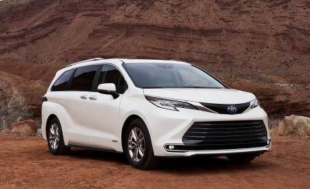 2021 Toyota Sienna Limited Hybrid Front Three-Quarter Wallpapers 450x275 (3)