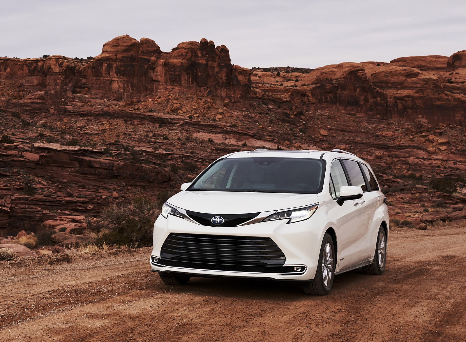 2021 Toyota Sienna Limited Hybrid Front Wallpapers (1)