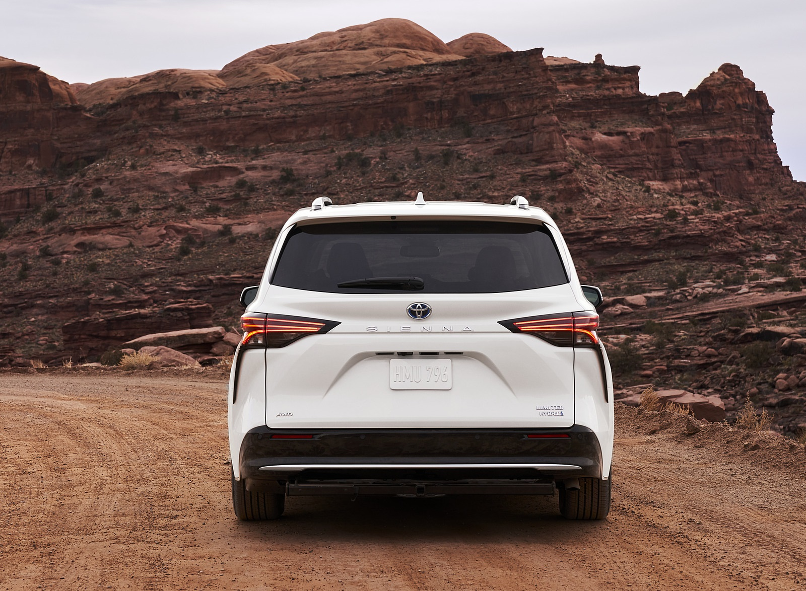 2021 Toyota Sienna Limited Hybrid Rear Wallpapers (4)