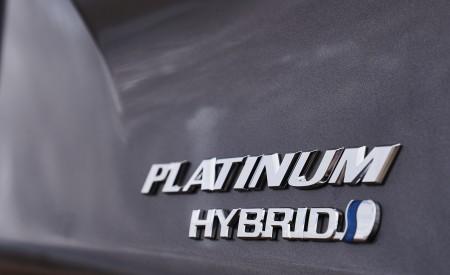 2021 Toyota Sienna Platinum Hybrid Badge Wallpapers 450x275 (11)