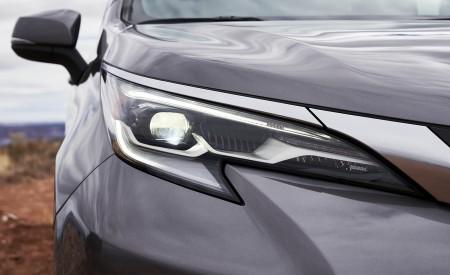 2021 Toyota Sienna Platinum Hybrid Headlight Wallpapers 450x275 (9)