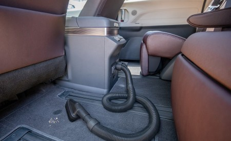 2021 Toyota Sienna Platinum Hybrid Onboard Vacuum Wallpapers 450x275 (18)