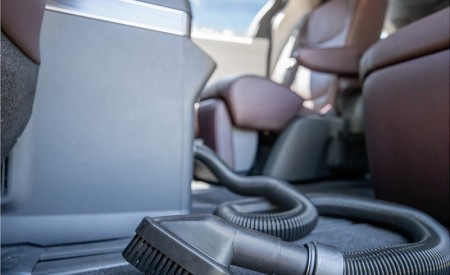 2021 Toyota Sienna Platinum Hybrid Onboard Vacuum Wallpapers 450x275 (19)