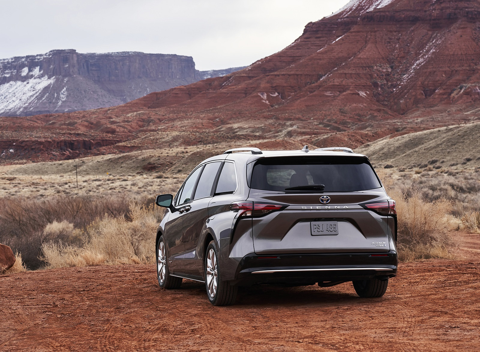 2021 Toyota Sienna Platinum Hybrid Rear Three-Quarter Wallpapers (5)