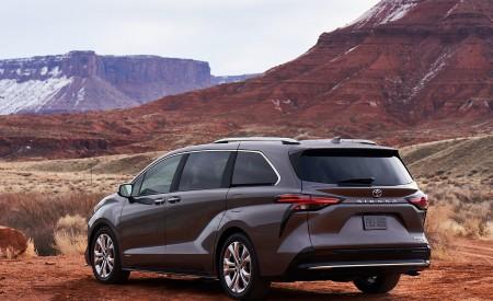 2021 Toyota Sienna Platinum Hybrid Rear Three-Quarter Wallpapers 450x275 (6)