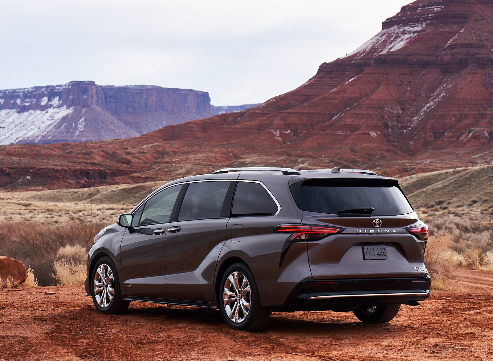 2021 Toyota Sienna Platinum Hybrid Rear Three-Quarter Wallpapers (6)