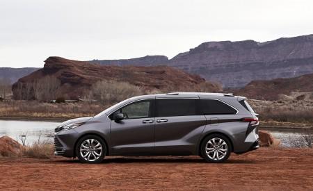 2021 Toyota Sienna Platinum Hybrid Side Wallpapers 450x275 (7)