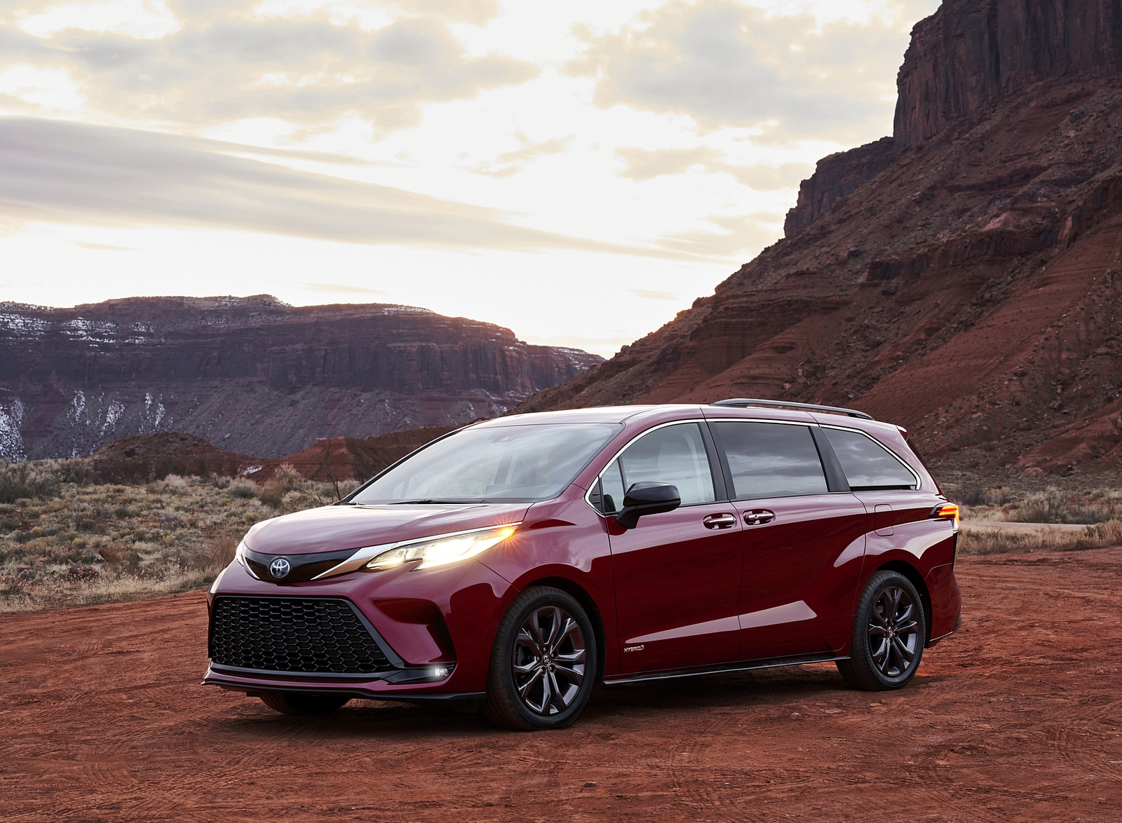2021 Toyota Sienna XSE Hybrid Front Three-Quarter Wallpapers (1)