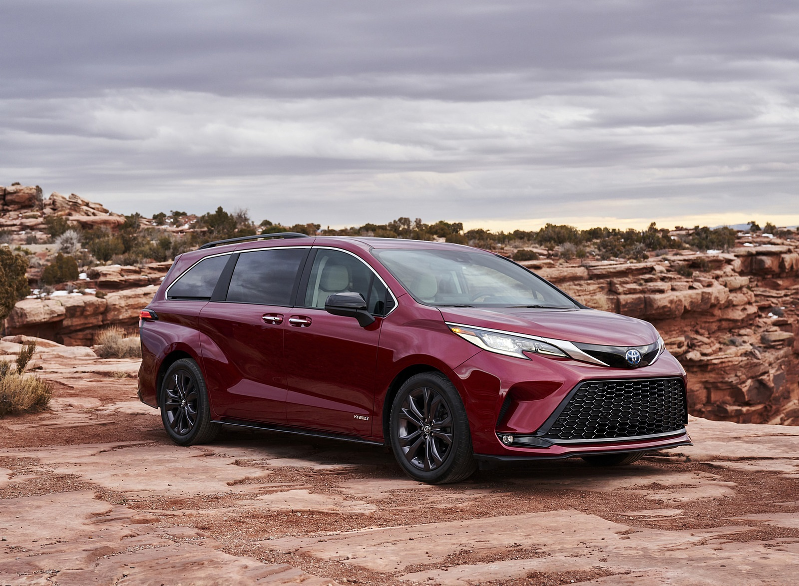 2021 Toyota Sienna XSE Hybrid Front Three-Quarter Wallpapers (2)