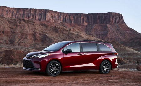 2021 Toyota Sienna XSE Hybrid Front Three-Quarter Wallpapers 450x275 (5)