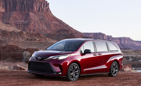 2021 Toyota Sienna XSE Hybrid Front Three-Quarter Wallpapers 450x275 (3)
