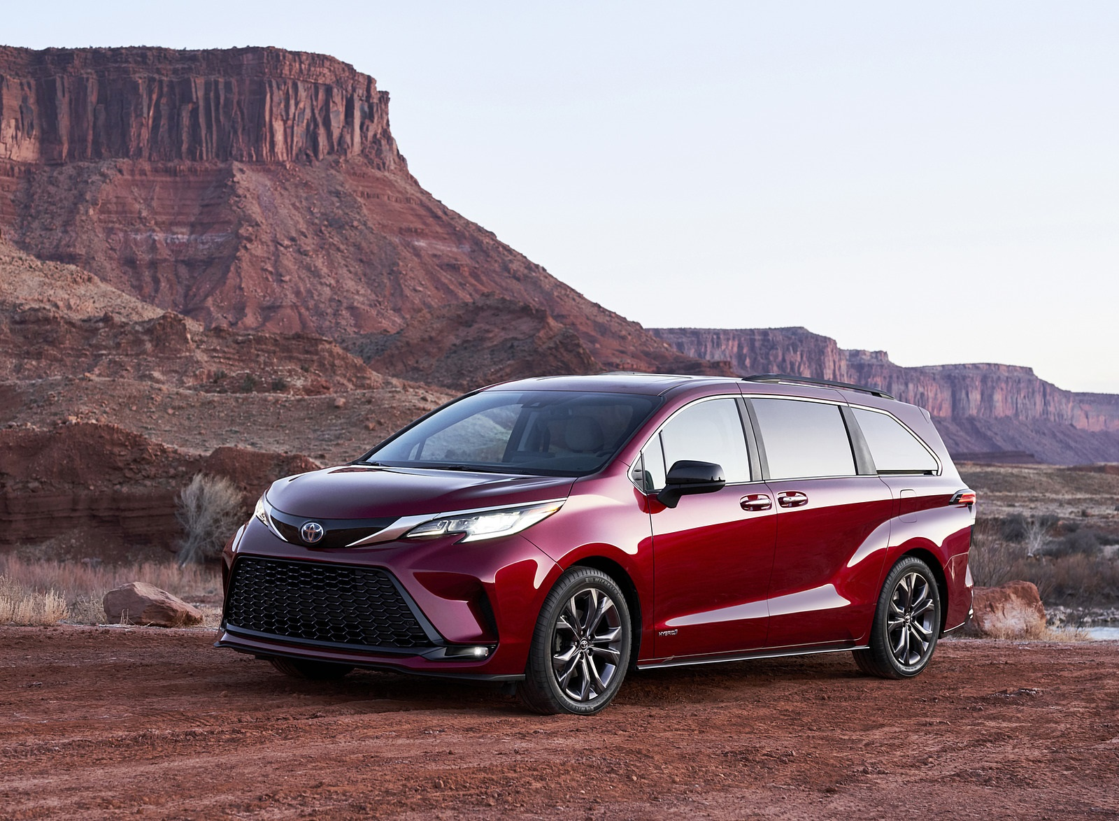 2021 Toyota Sienna XSE Hybrid Front Three-Quarter Wallpapers (3)