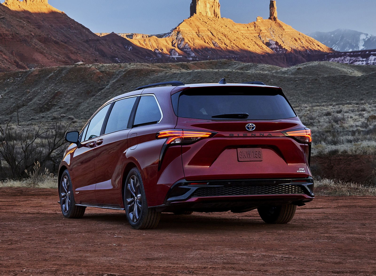 2021 Toyota Sienna XSE Hybrid Rear Three-Quarter Wallpapers #6 of 11