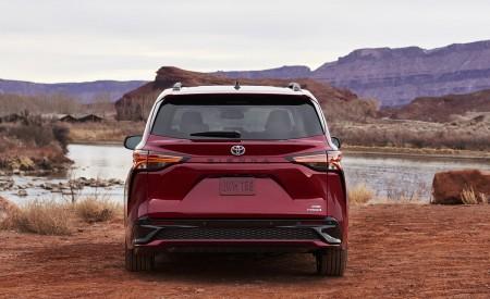 2021 Toyota Sienna XSE Hybrid Rear Wallpapers 450x275 (4)