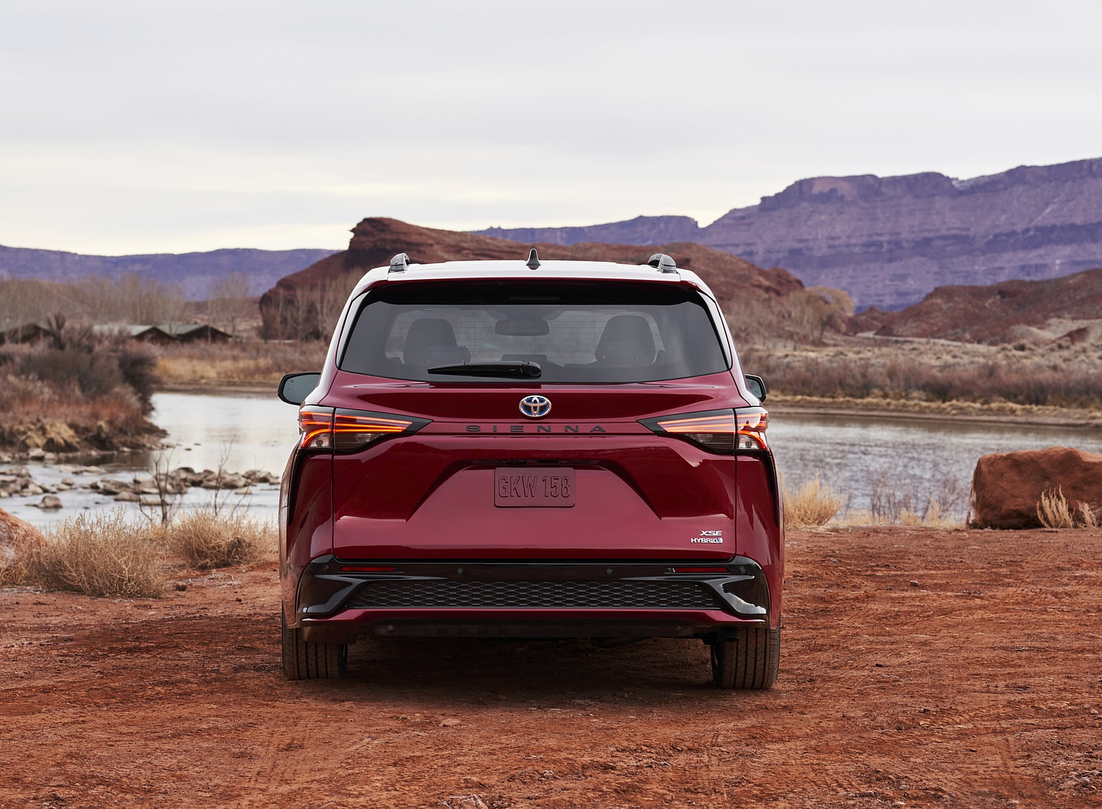 2021 Toyota Sienna XSE Hybrid Rear Wallpapers #4 of 11