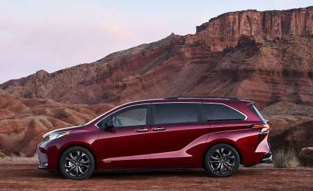 2021 Toyota Sienna XSE Hybrid Side Wallpapers 450x275 (7)
