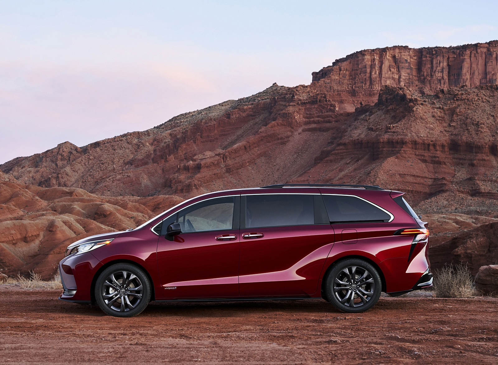 2021 Toyota Sienna XSE Hybrid Side Wallpapers (7)