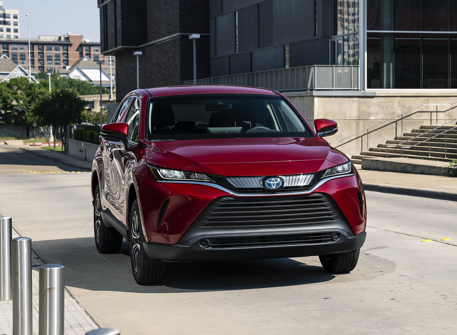 2021 Toyota Venza Hybrid LE Front Three-Quarter Wallpapers (1)