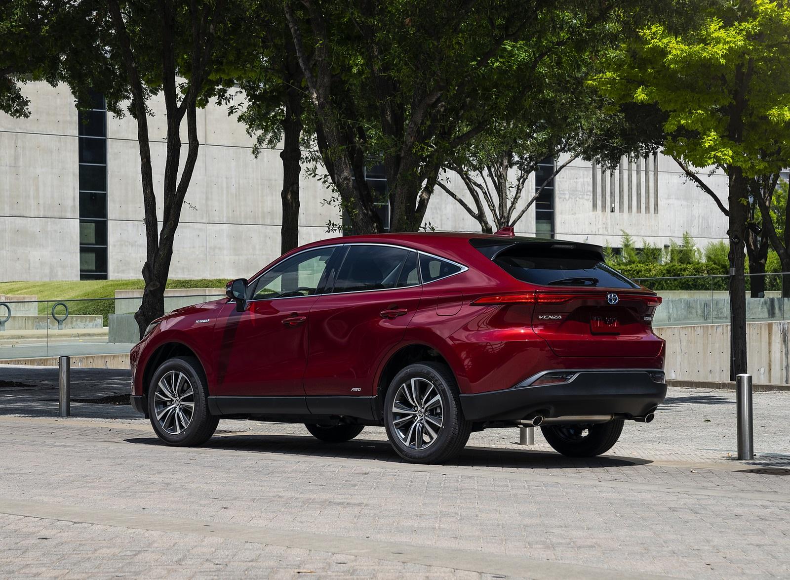 2021 Toyota Venza Hybrid LE Rear Three-Quarter Wallpapers (3)