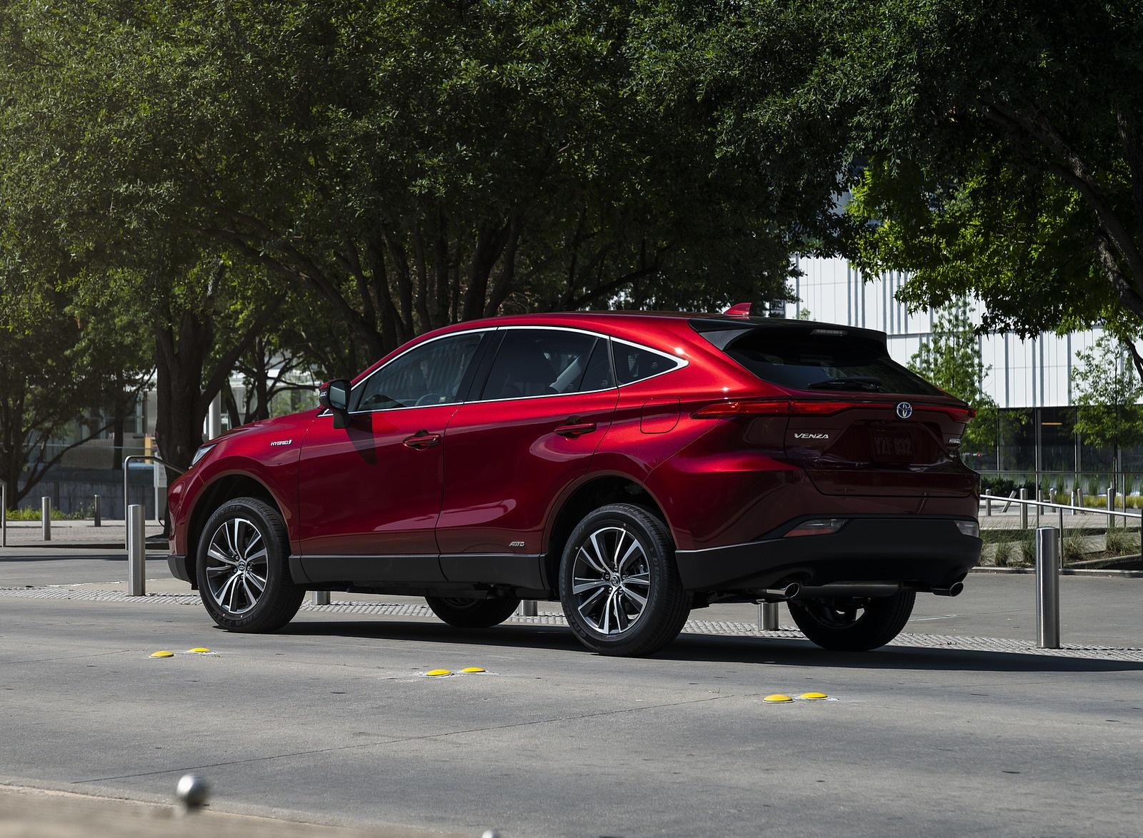 2021 Toyota Venza Hybrid LE Rear Three-Quarter Wallpapers (4)