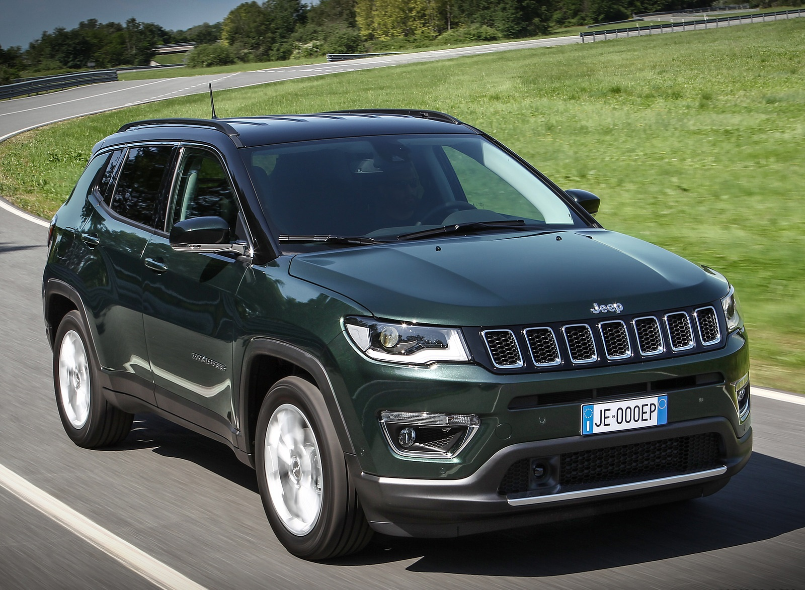 2020 Jeep Compass (Euro-Spec) Front Three-Quarter Wallpapers (3)