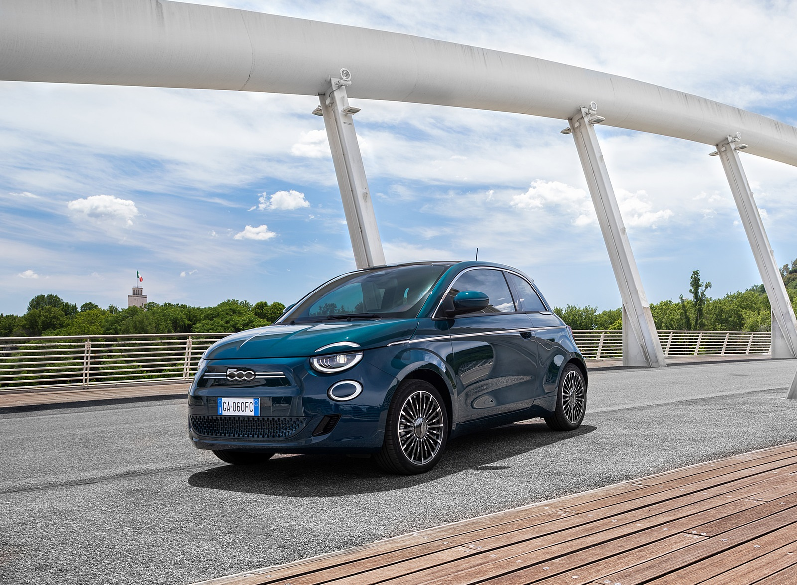 2021 Fiat 500 la Prima EV Front Three-Quarter Wallpapers (8)