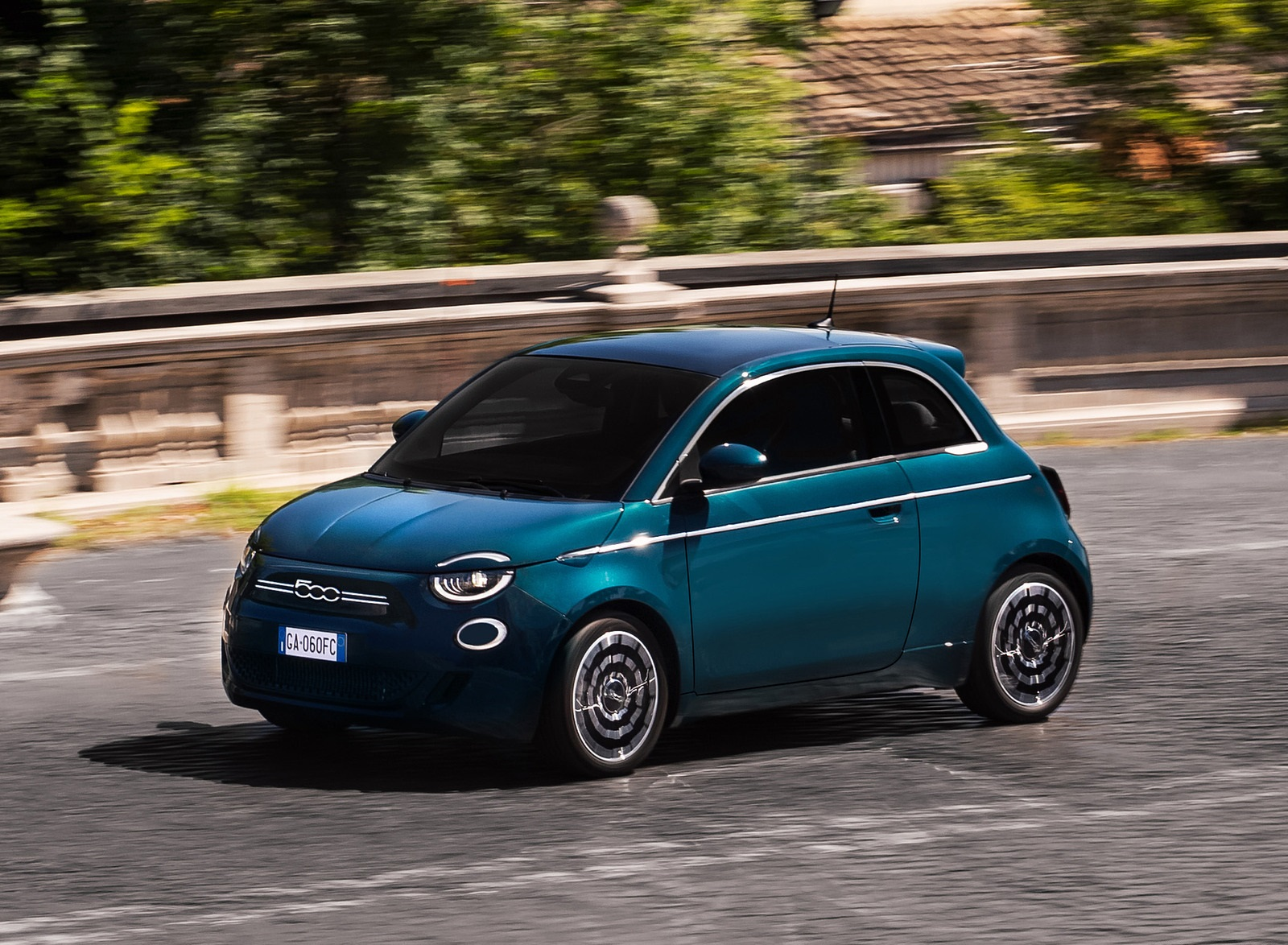 2021 Fiat 500 la Prima EV Front Three-Quarter Wallpapers (2)