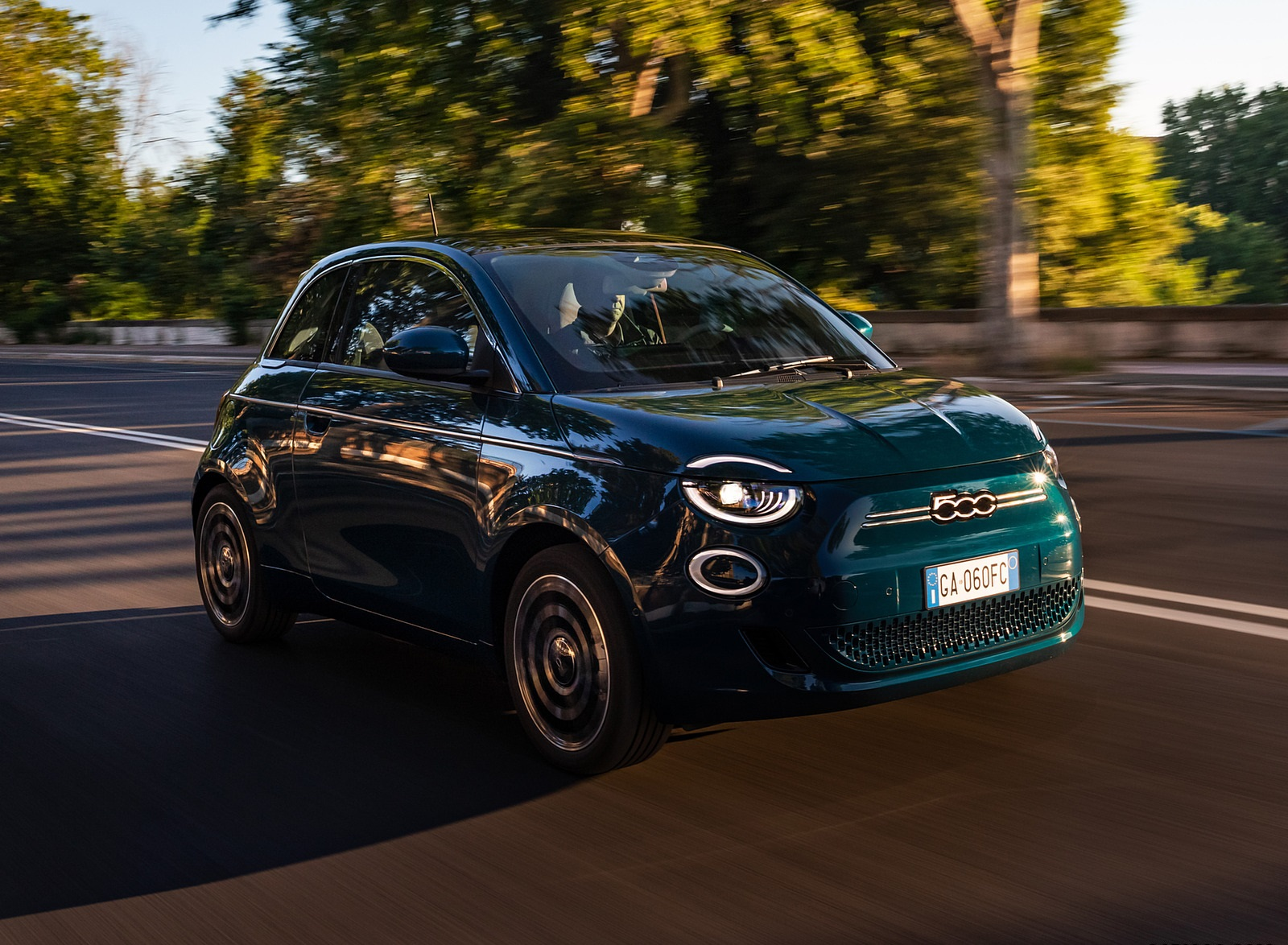 2021 Fiat 500 la Prima EV Front Three-Quarter Wallpapers (1)