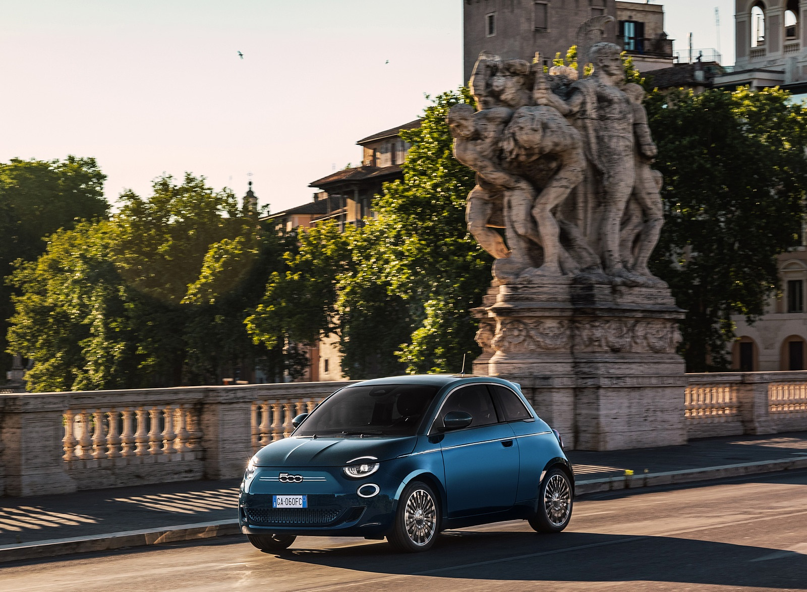 2021 Fiat 500 la Prima EV Front Three-Quarter Wallpapers (3)