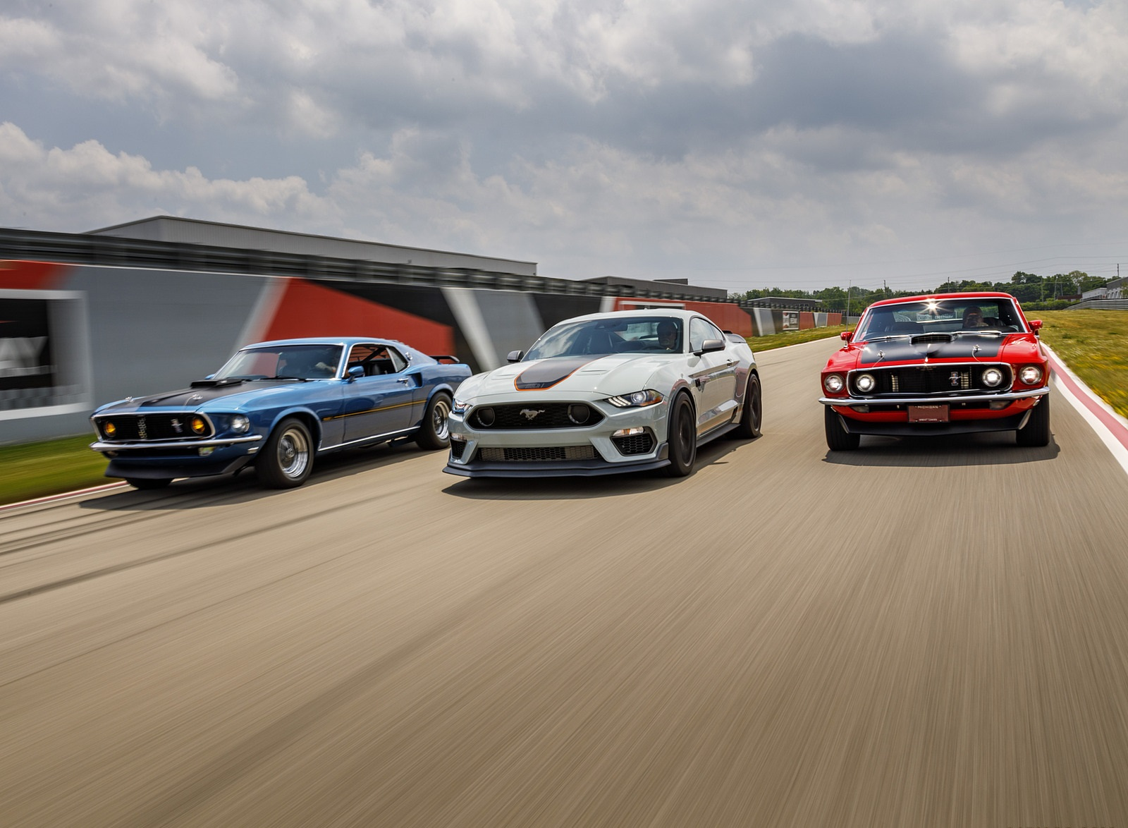 2021 Ford Mustang Mach 1 and 1969 Mach 1 Wallpapers (7)