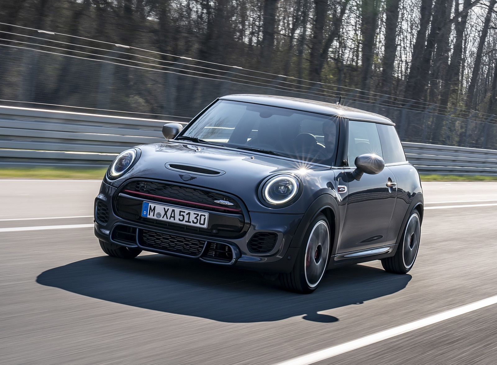 2021 MINI John Cooper Works GP Pack Front Three-Quarter Wallpapers (1)