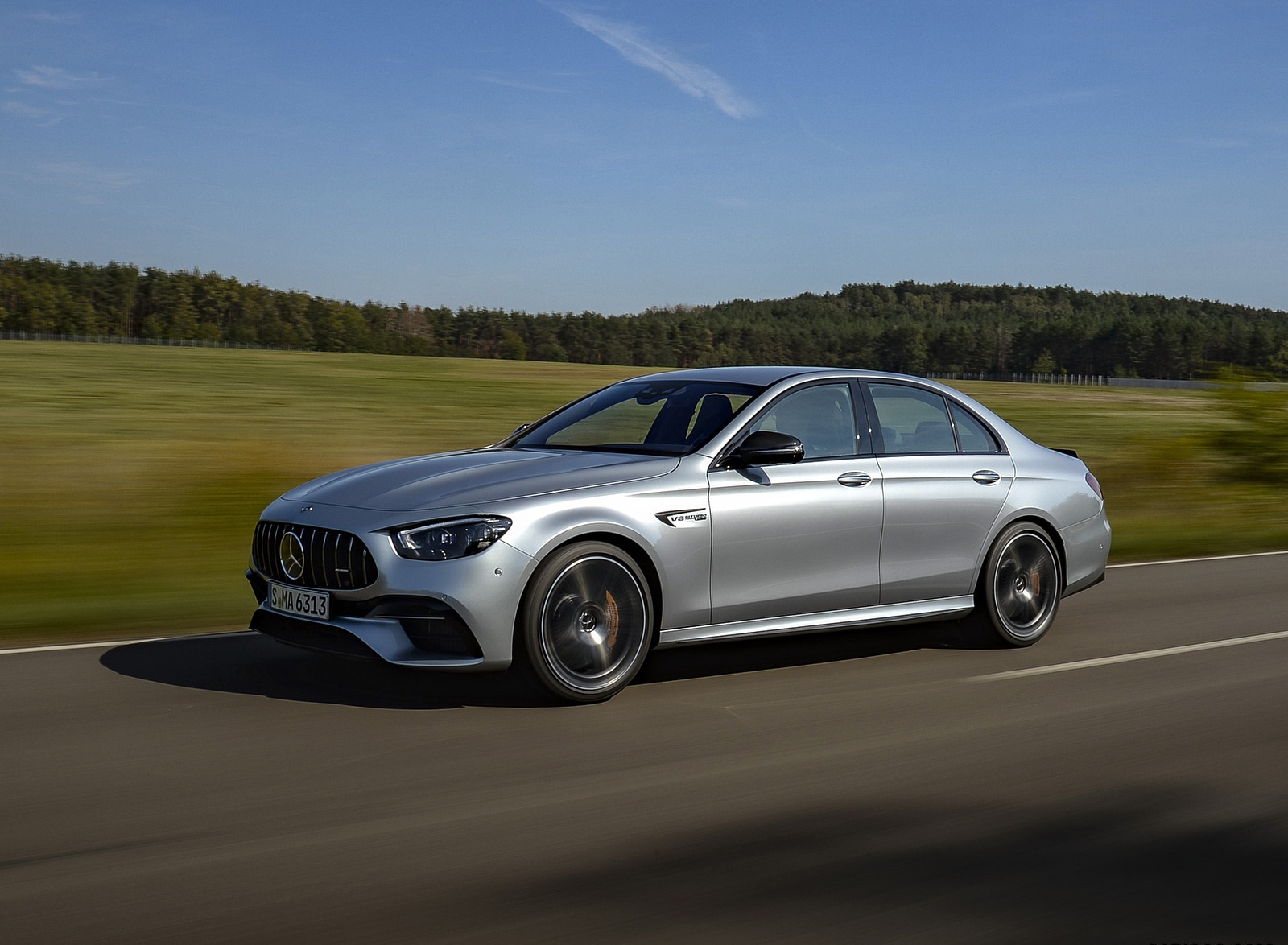 2021 Mercedes-AMG E 63 S 4MATIC+ (Color: High-Tech Silver Metallic) Front Three-Quarter Wallpapers (2)