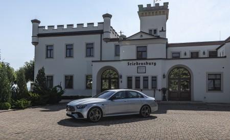 2021 Mercedes-AMG E 63 S 4MATIC+ (Color: High-Tech Silver Metallic) Front Three-Quarter Wallpapers 450x275 (20)