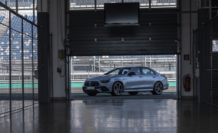 2021 Mercedes-AMG E 63 S 4MATIC+ (Color: High-Tech Silver Metallic) Front Three-Quarter Wallpapers 450x275 (13)