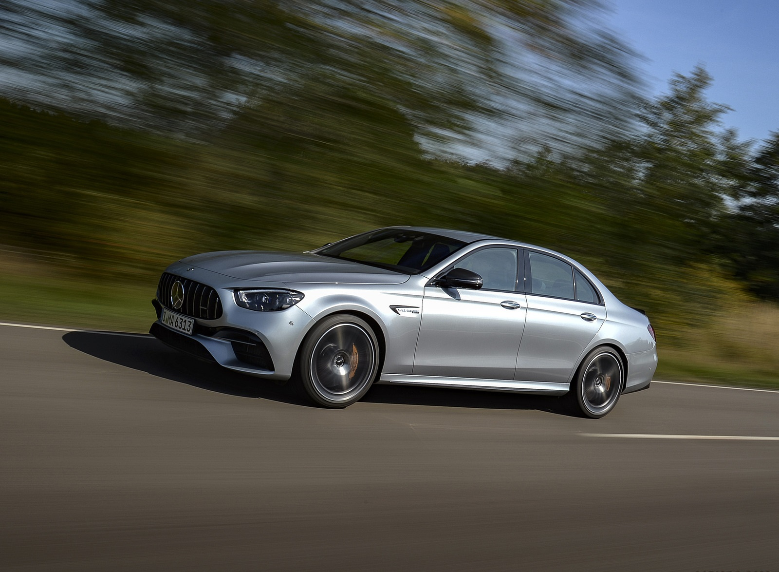 2021 Mercedes-AMG E 63 S 4MATIC+ (Color: High-Tech Silver Metallic) Front Three-Quarter Wallpapers (4)