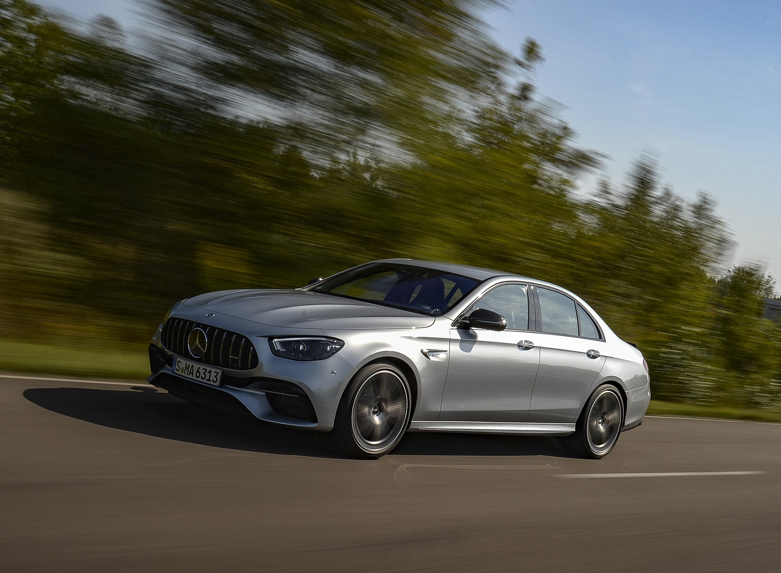 2021 Mercedes-AMG E 63 S 4MATIC+ (Color: High-Tech Silver Metallic) Front Three-Quarter Wallpapers (5)